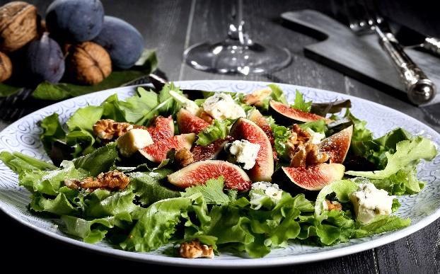 Салат с инжиром и армянским рокфором